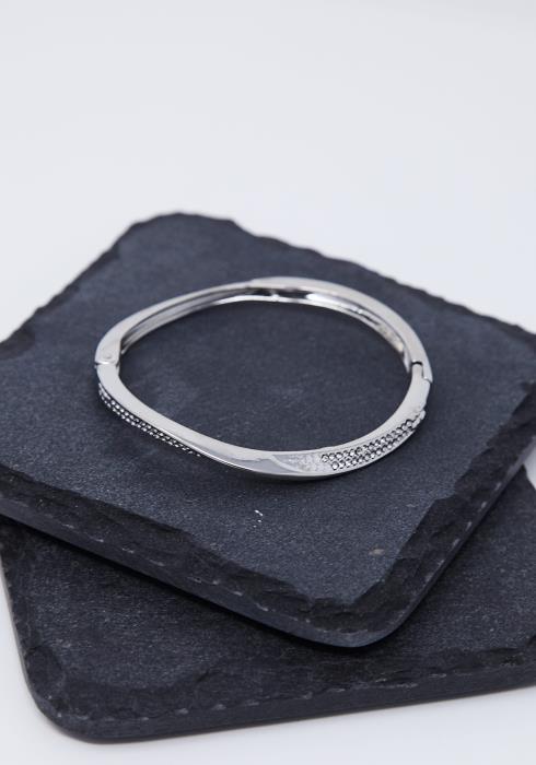 Cubic Studded Wavy Bracelet