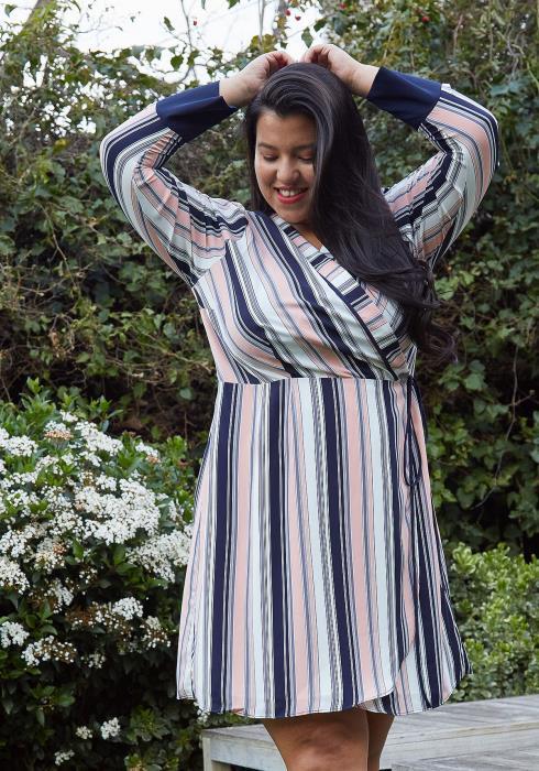 Nurode Plus Size Printed Wrap Dress With Cuff Binding
