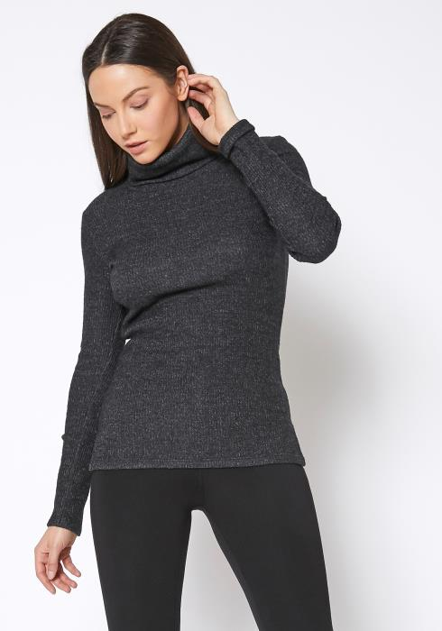 RO & DE Soft Turtle Neck Ribbed Knit Sweater Top